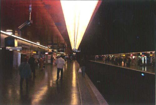 Station de métro - Prise de vue tendant à l'abstraction géométrique.
